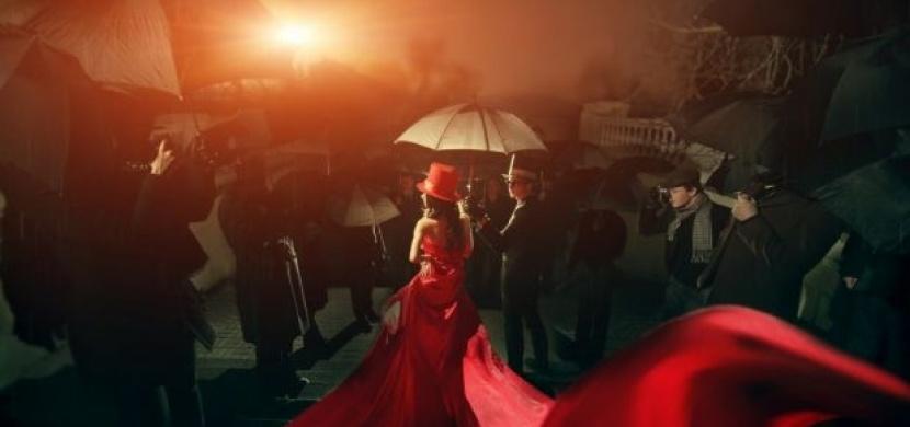 Nejbláznivější outfity z červeného koberce
