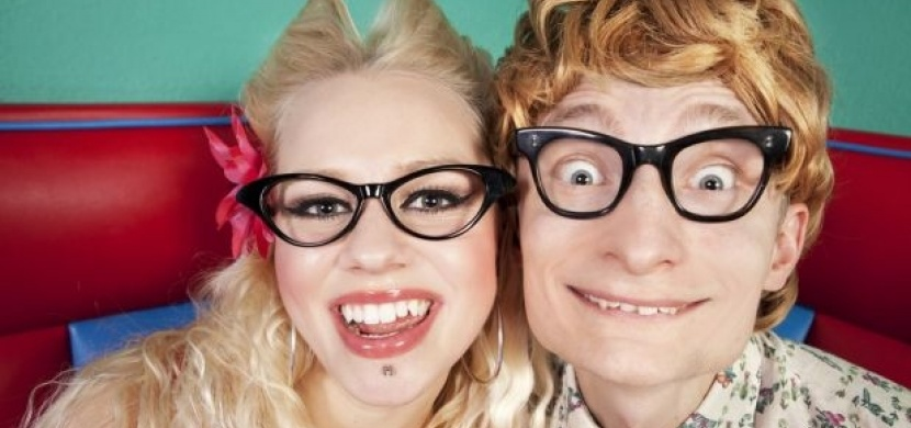 18 absurdních fotek zamilovaných párů