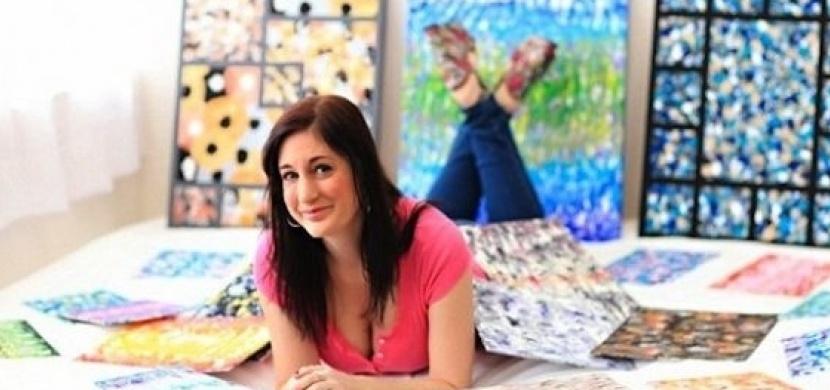 Američanka maluje obrazy svými prsy. Bojuje tak proti rakovině