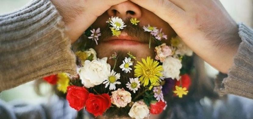 Internetový fenomén: květinové vousy
