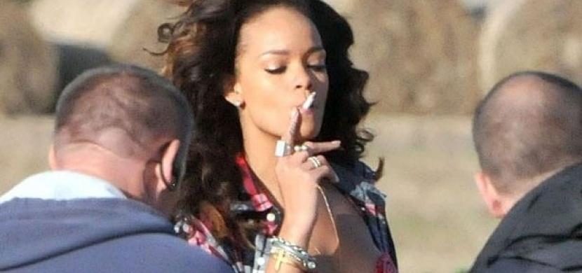 Hvězdy se závislostí na nikotinu: Pro které slavné krásky je kouření cigaret denním chlebem?