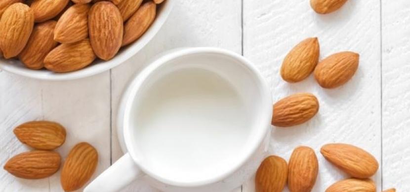 Jak vyrobit domácí mandlové mléko?