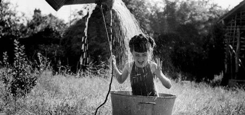 Nezapomenutelné dětství na historických fotografiích: Jak žily děti před sto lety?