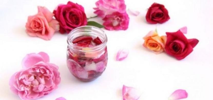 Je úžasný a přitom tak krásně voní, aneb vyrobte si olej z růží!