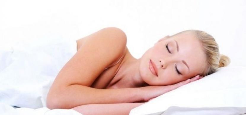 Proč spát nahá? Tady je 6 důvodů!