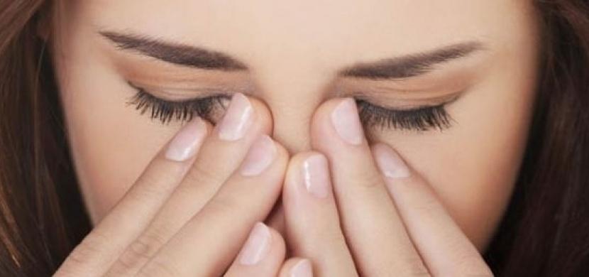 Probouzíte se ráno s ospalky v očích? Koukněte se, co vlastně vypovídají o vašem zdraví