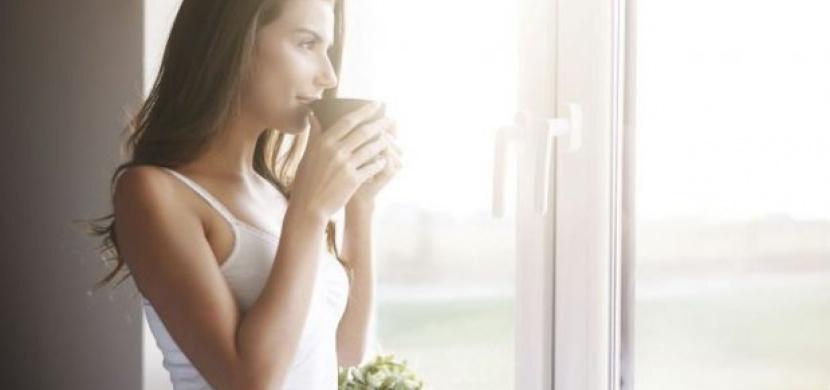 Proč je pití kávy na prázdný žaludek špatný nápad?