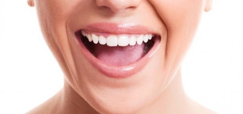 Zbavte se zubního plaku během 5 minut