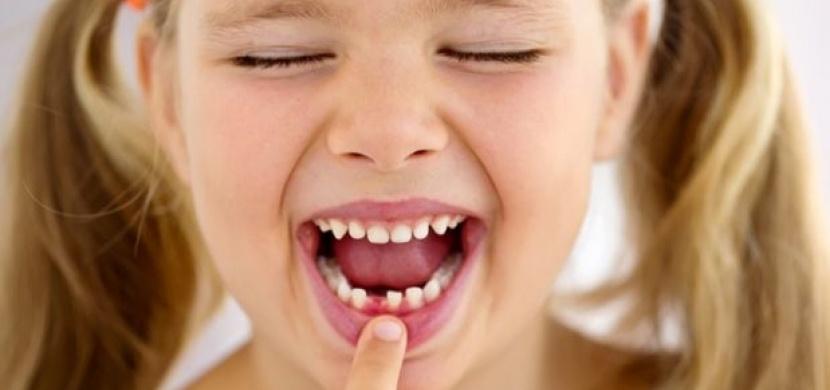 V žádném případě nevyhazujte mléčné zoubky vašich dětí. Proč? Jednou jim mohou zachránit život!