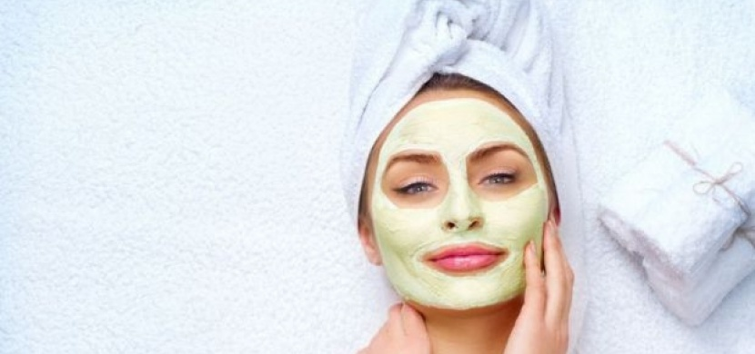 Nejúčinnější pleťová maska, co vás zachrání po kocovině