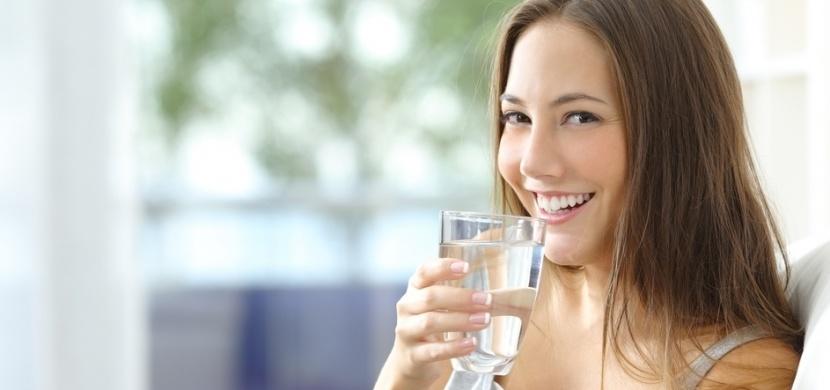 Když vaše tělo volá o pomoc: Osm signálu, že do sebe dostáváte opravdu málo vody!