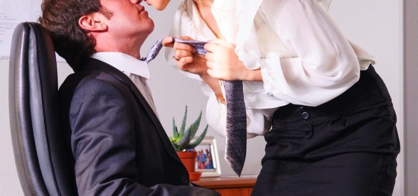 10 pracovních profesí, kde pracuje nejvíce nevěrných žen!