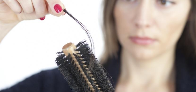 Trápí vás vypadávání vlasů? Tento domácí šampón umí zázraky!