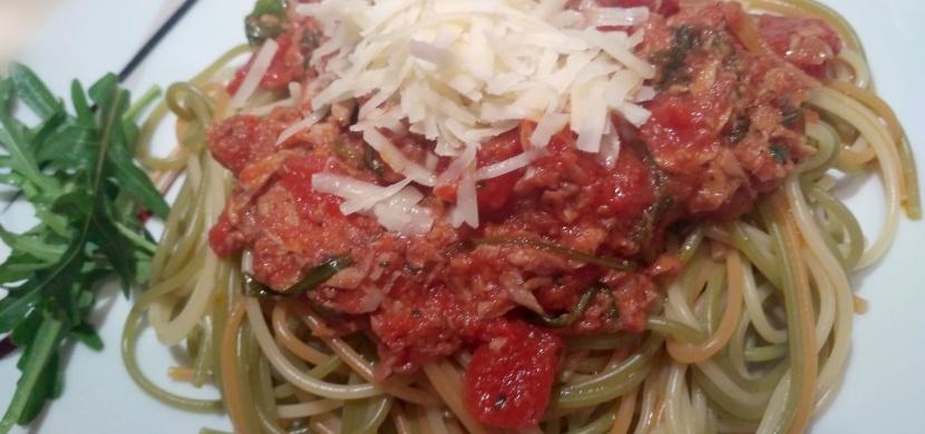 Recepty od maminky: špagety s tuňákem a rajčaty