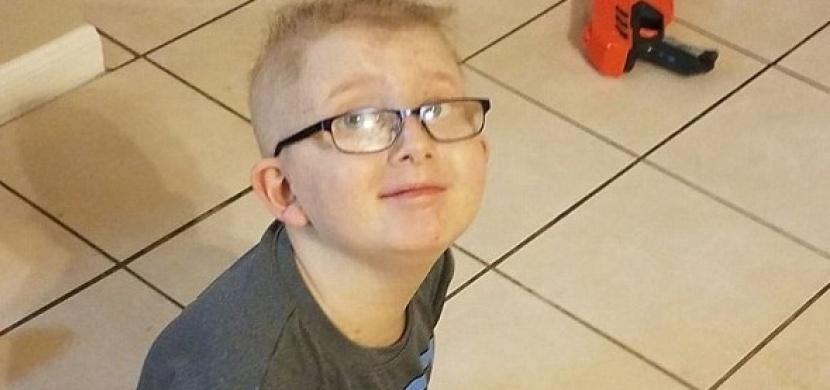 10tiletý kluk nechce spát ze strachu, že umře. To, co udělala jeho maminka, vám vžene slzy do očí