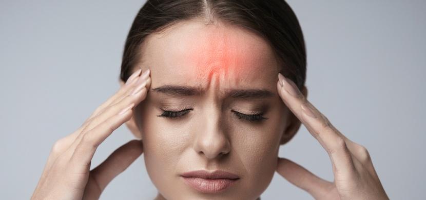 Masáží těchto 6 bodů se zbavíte bolesti hlavy i bez léků!