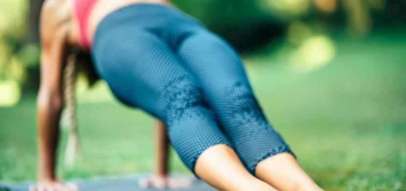 Díky tomuto účinnému cviku budete nejen rychleji pálit tuky, ale zlepšíte si i držení těla