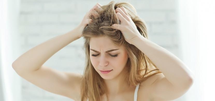 9 tipů, které vám pomohou, abyste si nemuseli mýt vlasy každý den