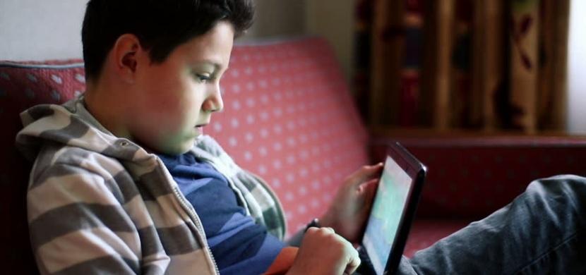 Proč by děti neměly používat dotykové displeje? O tomhle by měl vědět každý rodič!