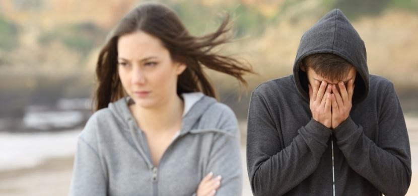 Odmítla ho, protože byl chudý a ona bohatá. O 10 let později jí však uštědřil pořádnou lekci!
