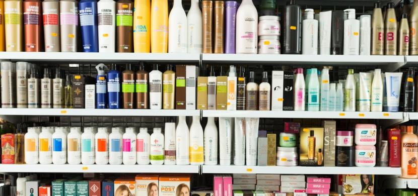Kosmetické produkty, které vůbec nepomáhají, ale přesto je kupujeme
