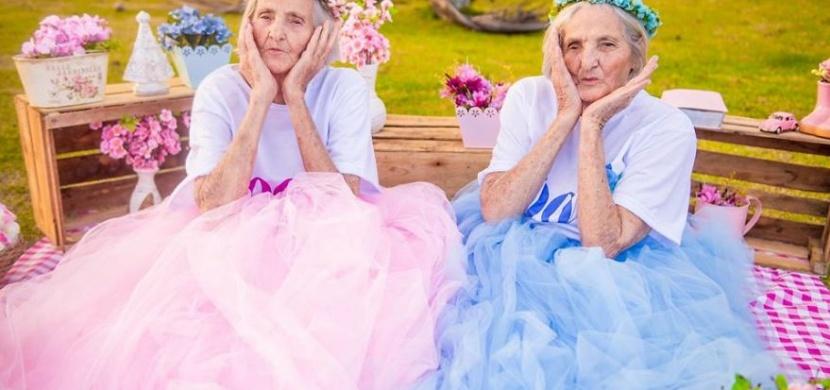 Brazilská dvojčata oslavila sté narozeniny v netradičním stylu: Sérií roztomilých fotografií