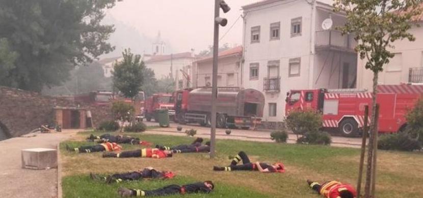 Více než tucet hasičů leží u požáru. Když zjistíte důvod, uvědomíte si, jak je to úžasné!