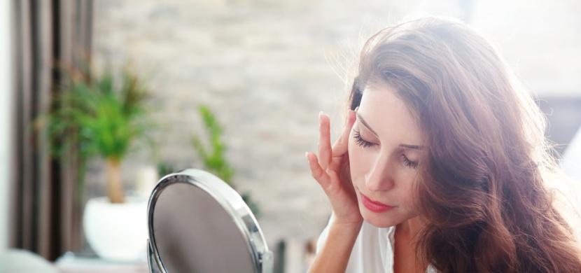 Co se stane, když půjdete spát s make-upem? Poškodíte si pleť víc, než si myslíte!