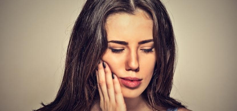 Jak rychle vyléčit dásně bez zubaře a léků? Na tuto metodu nedáte dopustit!