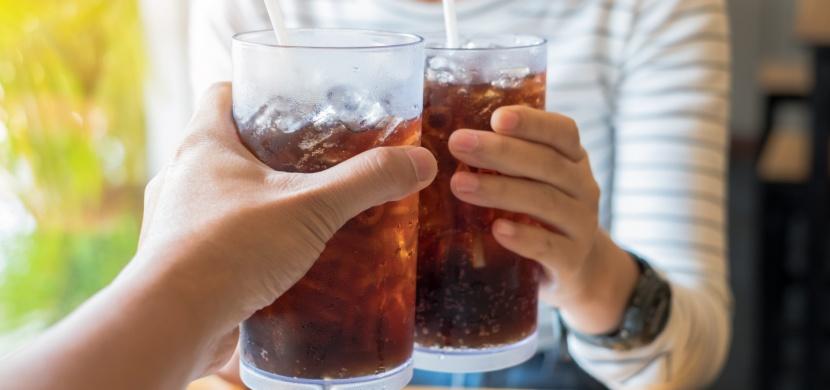 Co se děje s naším tělem při dlouhodobém pití kolových nápojů?