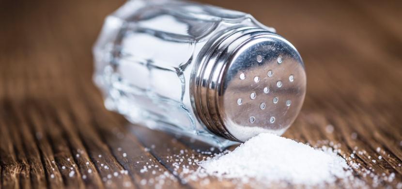 5 signálů, kterými vám tělo říká, že konzumujete příliš soli