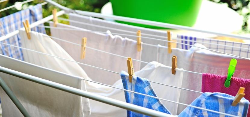 Věšíte prádlo doma? Mohou vám hrozit různá nebezpečí