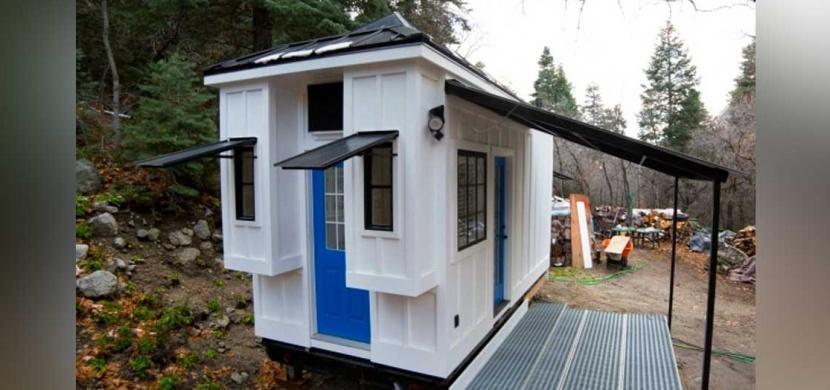 Mini domek, který v sobě ukrývá útulnou koupelnu. Co na něj říkáte?
