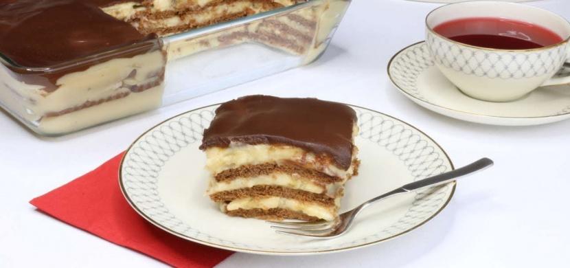 Oblíbený banánový koláč s čokoládovou polevou, který se na vašem stole neohřeje