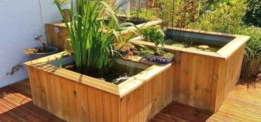 Pořízení zahradního jezírka nemusí být nic složitého a nákladného. Vyrobte si jej například z vodních nádrží