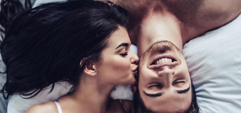 Proč je lepší milovat se ráno a ne večer? Díky těmto 5 důvodům si rádi přivstanete