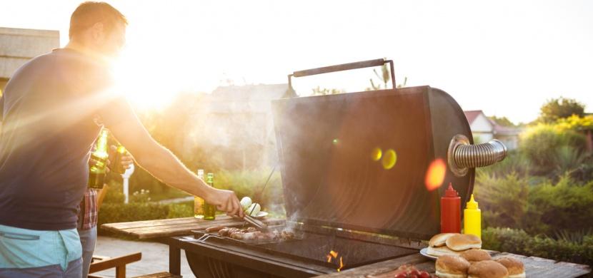 Začala grilovací sezóna! 8 nekonvenčních tipů a triků pro grilování