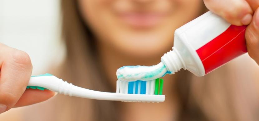 Způsob, jakým mačkáte zubní pastu, vypoví mnohé o vašem charakteru. Vyberte z pěti možností