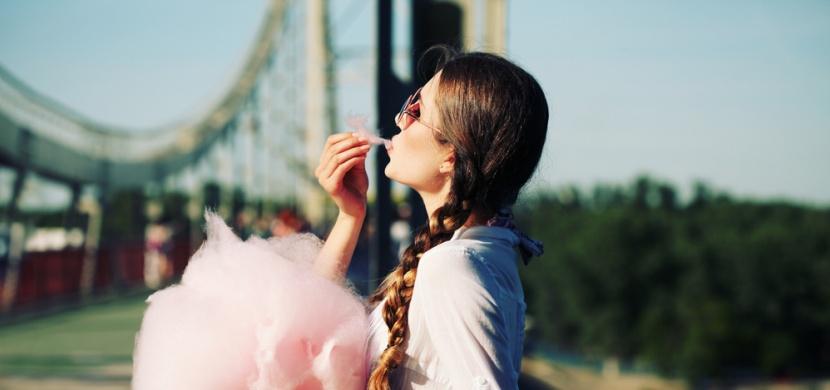 Co se stane s vaším tělem, když budete jíst příliš cukru? Kromě zubního kazu čelíte mnohem vážnějším problémům!