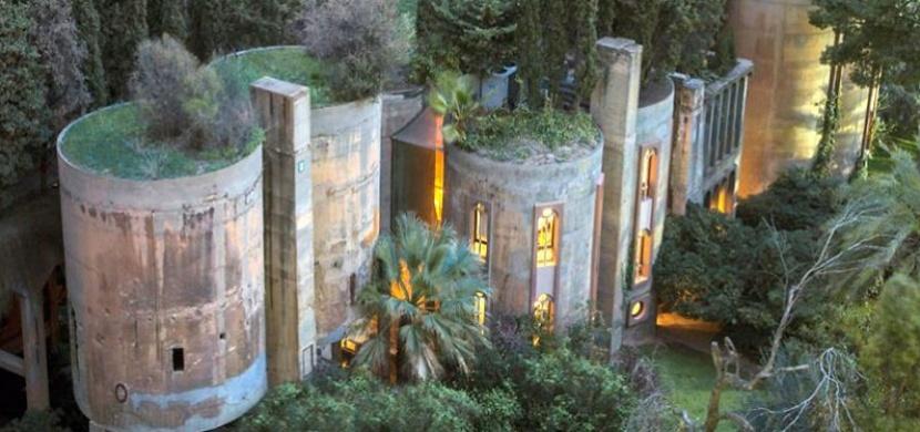 Architekt přestavěl starou továrnu na oázu klidu. Představujeme vám umělecké dílo jménem La Fábrica