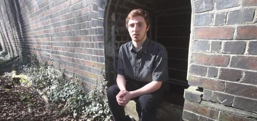Teenager zakřičel do opuštěného domu. Nečekal ale, že dostane zoufalou odpověď
