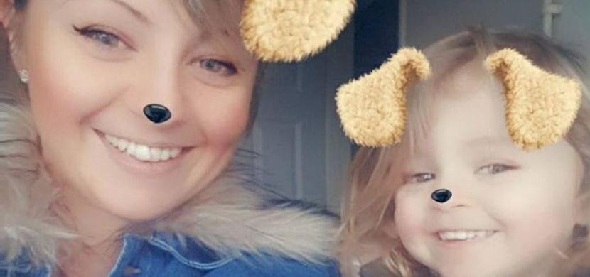 Malá holčička strávila dlouhé čtyři dny sama s mrtvým tělem své matky