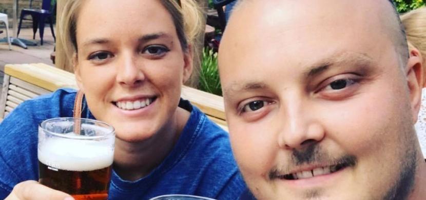 Den před jejich svatbou podlehl rakovině. O dva měsíce později od něj dostala dárek