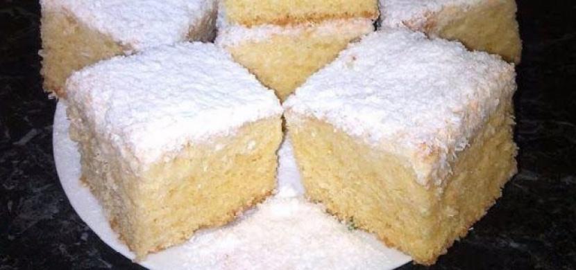 Piškotový koláč s kokosem, který je ještě lahodnější než Raffaello