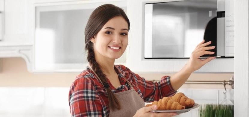 Mikrovlnka nejen k ohřevu jídla: Použijte ji jinak, než znáte