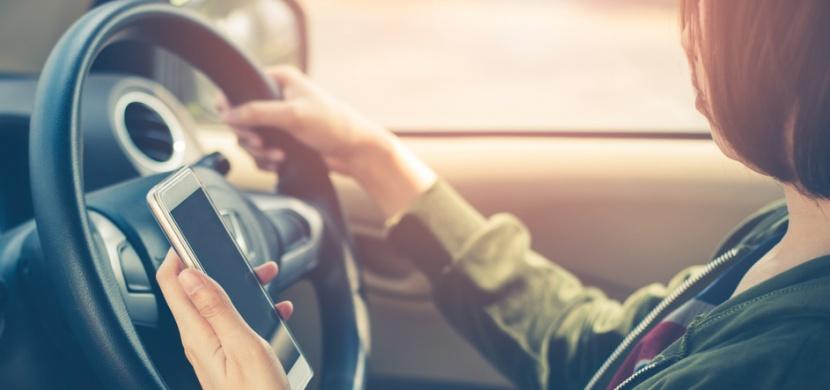 Řidičky a řidiči, máme pro vás jednoduchou hádanku. Víte, kdo projede křižovatkou jako první?