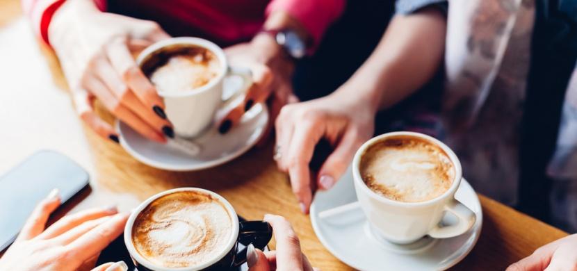 Zpráva, kterou chce slyšet každý závislák: Pití kávy prodlužuje život