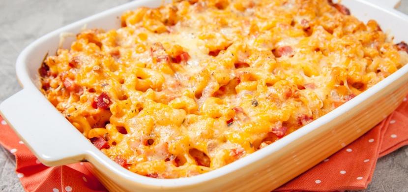 Zapečené těstoviny se zakysanou smetanou, šunkou a sýrem Bambino