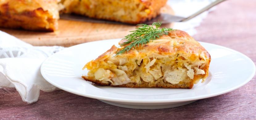 Slaný koláč s kuřecím masem a sýrem