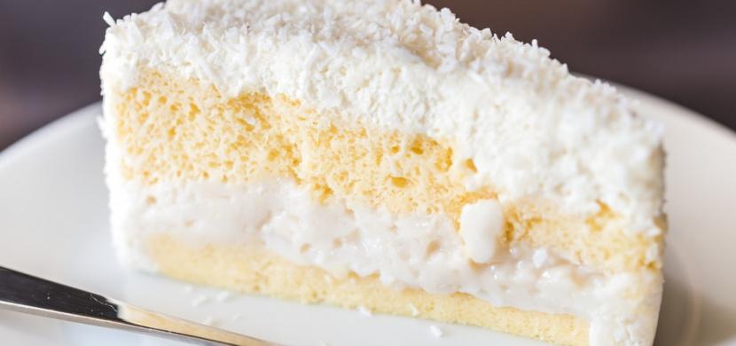 Milujete Raffaello? V tom případě musíte vyzkoušet tento kokosový dort, který chutná ještě lépe